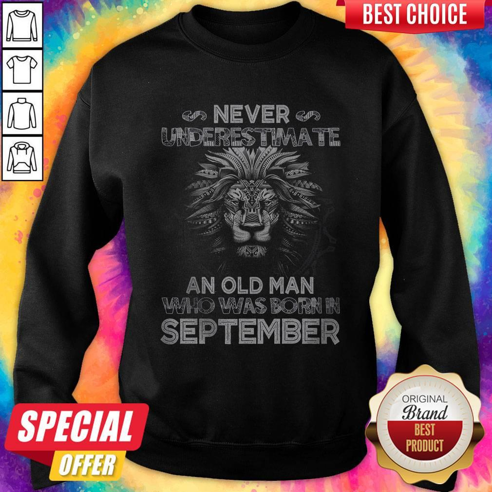 Lion Never Underestimate An Old Man Who Was Born In September weatshirt