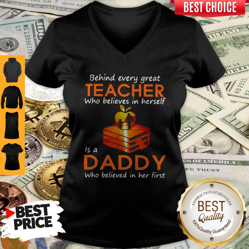 Hot Behind Every Great Teacher Who Believes In Herself Is A Dad Who Believed In Her first V-neck