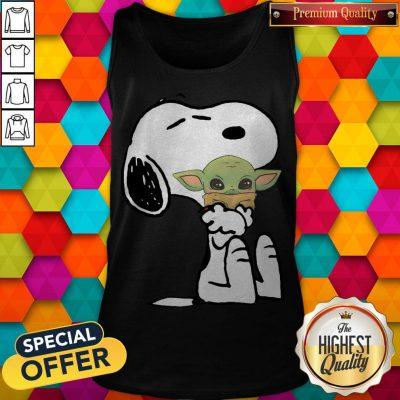 Good Snoopy Hug Baby Yoda Tank Top