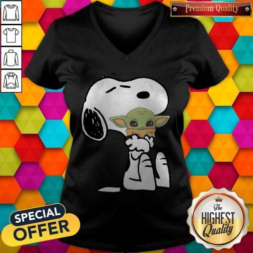 Good Snoopy Hug Baby Yoda V- neck
