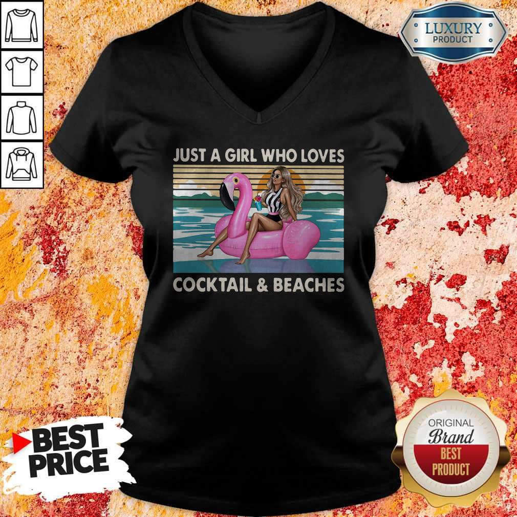 Just A Girl Who Loves Cooktail Beaches Sunset Flamingo Vintager Retro V- neck