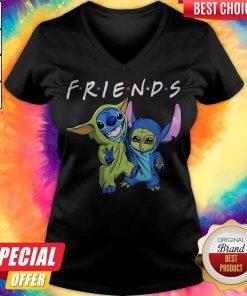 Nice Baby Yoda And Baby Stitch Friends V- neck