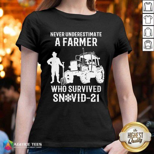 Never Underestimate A Farmer Who Survived Snovid 21 V-neck - Design by Agencetees.com